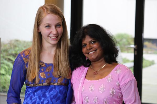 Johanna Wesselmann und Sabina Rani Kathirvelu haben Freundschaft geschlossen.