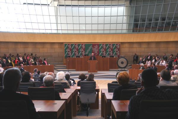 Feierstunde in der Herzkammer des NRW-Landtags, dem Plenarsaal: 170 Jahre Emanzipation der Juden.