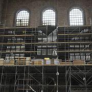 Noch versteckt sie sich hinter dem Gerüst, am 1. Advent wird sie dann in ihrer ganzen Pracht zu sehen sein: die neue Hauptorgel der Konstantin-Basilika Trier.