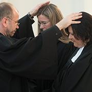 Die Einführung der beiden neuen Kirchenleitungsmitglieder durch Präses Manfred Rekowski.