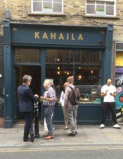 Das Kahaila in der Brick Lane gehört zu einer lebendigen Café-Kultur im Viertel.