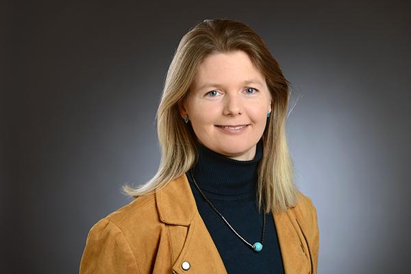 """Dr. Kathrin S. Kürzinger leitet den Themenbereich  """"Arbeit und Wirtschaft"""" an der Evangelischen Akademie im Rheinland."""