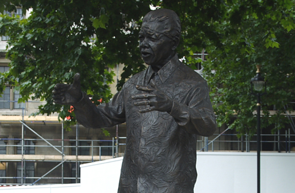 Statue von Nelson Mandela am Parliament Square in London. Foto: commons.wikimedia.org / DaveJB