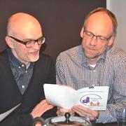 Matthias Schwab (li.) und Ulrich Dühr standen dem Flüchtling zur Seite