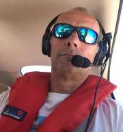 """Seenotrettung von oben: Michael Schwickart, stellvertretender Vorsitzender des Bündnisses """"United4Rescue"""", im zivilen Aufklärungsflugzeug """"Moonbird""""."""