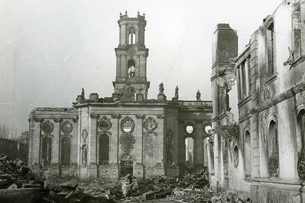Die zerstörte Ludwigskirche. Foto: Sammlung Fritz Mittelstaedt/Stadtarchiv Saarbrücken