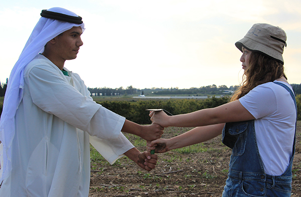 """Junge jüdische und arabische Insraelis lernen sich bei Gemeinschaftsprojekten von Givat Haviva kennen. Das zeigt die Ausstellung """"Schau mich an"""". Foto: Givat Haviva"""
