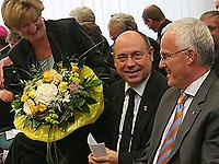 Gratulanten aus Kirche, Politik und Gesellschaft: Präses Schneider und Ministerpräsident Jürgen Rüttgers
