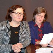Pfarrerin Elisabeth Schwab (li.) und Küsterin Susanne Dühr betreuten den Syrer