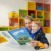 Kunterbunt ist auch die Einrichtung im Spielzimmer der Kinderstation.