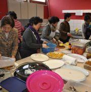 Traditionell sind in der koreanisch-methodistischen Gemeinde in Düsseldorf die Frauen für die Küche zuständig.