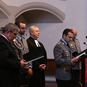 Amtseinführung mit  dem Militärbischof Sigurd Rink (links).