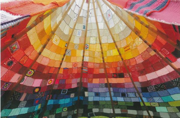 Pfingstfeuermäßig: das Zelt, das derzeit an verschiedenen Orten im Rheinland aufgeschlagen wird und für den Gedanken der Vielfalt wirbt. Foto: wir-wollen-vielfalt.de