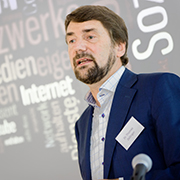 Persönlich ansprechen: Thomas Zeilinger ist Lehrbeauftragter für Medienethik an der Friedrich-Alexander Universität Erlangen-Nürnberg.