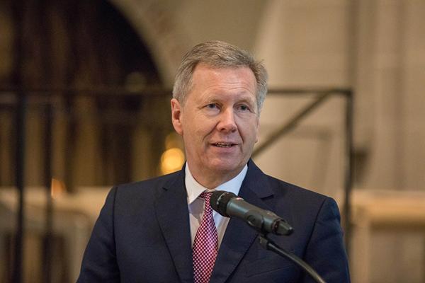 Für Freiheit und Demokratie mehr einsetzen: Der ehemaliger Bundespräsident Christian Wulff sprach beim Sozialpolitischen Aschermittwoch der Kirchen.