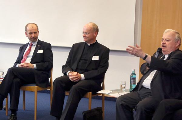 Präses Manfred Rekowski, Bischof Franz-Josef Overbeck und NRW-Minister Guntram Schneider in der Diskussion