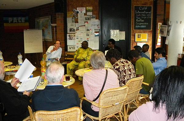 Gesprächskreis im Café International der Evangelischen Gemeinde zu Düren.