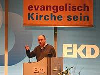 Entwicklungspolitisches Engagement angemahnt: Präses Nikolaus Schneider bei der EKD-Synode.