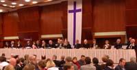 Plenum und 16-köpfige Kirchenleitung: Die Landessynode während ihrer ersten Sitzung.