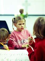 Kultur des Aufwachsens, die Wissen, soziale Kompetenz und Toleranz fördert: Die rheinische Kirche macht sich für die Kinder stark.