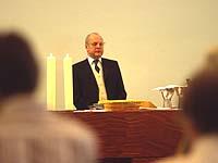 Mitwirkung im Gottesdienst ist eine der Aufgaben der Presbyter und Presbyterinnen.