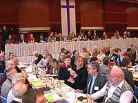 Aussprache über den Präses-Bericht: Blick ins Plenum der in Neuenahr tagenden Landessynode.