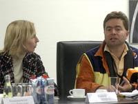 Airport-Seelsorgerin Antje Reichow und Norfallseelsorger Carsten Körber auf der Pressekonferenz