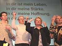"""Das Thema Hoffnung bewegte schon die musikalischen Darbietungen in der """"Stunde der Besinnung"""" des Kölner Missionale-Treffens."""