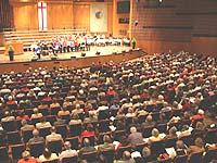 Mehr als tausend Menschen kamen in der Bonner Beethovenhalle zum ersten Tag rheinischer Presbyterinnen und Presbyter zusammen.