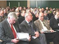 Mehr als hundert Frauen und Männer kamen zum Fachforum Kirche und Gewerkschaften ins Landeskirchenamt.