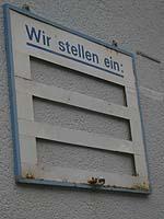 Am wichtigsten wäre es, Arbeitsplätze zu schaffen: Firmenschild in Köln.