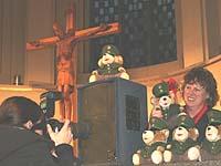 Sie gibt sie alle her: Vizepräses Petra Bosse-Huber mit den uniformierten Polizeiteddys, die Kinder trösten.