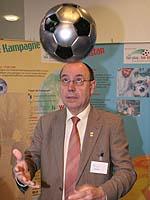 Spaß und Lebensfreude durch Fußball: Präses Nikolaus Schneider.