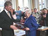 Festakt zur Verleihung der Ehrendoktorwürde in der Kirchlichen Hochschule Wuppertal: Ilse Härter erhielt die Urkunde aus den Händen von Prof. Johannes von Lüpke.