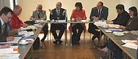 Pressekonferenz zur Vorstellung der Vorlage der Kirchenleitung: Vizepräsident Drägert, Präses Schneider und Vizepräses Bosse-Huber (Kopfseite v.l.).