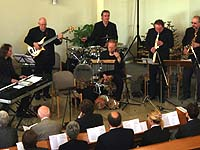 Die Formation Ufermann aus Wuppertal begleitete den Eröffnungsgottesdienst der außerordentlichen Landessynode musikalisch.