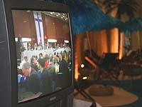 Plenarsitzung zum Thema Dienst- und Arbeitsrecht der Landessynode 2007, per Monitor auch im Foyer übertragen.