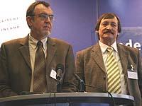 Der designierte Oberkirchenrat und sein Vorgänger: Oberkirchenrat Harald Bewersdorff und Klaus Eberl (r.).
