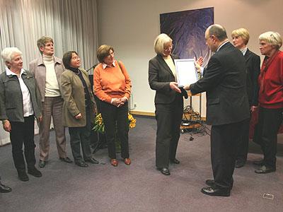 Cornelia Kleine-Kleffmann erhielt stellvertretend für das Team die Urkunde.