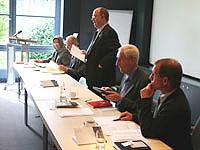 Die Referenten des Symposiums: Mohagheghi, Dehn, Schneider, Schmude - und Oberkirchenrat Wilfried Neusel (v.l.)