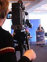 Auch das Fernsehen ist dabei: Die Pressekonferenz zum Abschluss der Landessynode