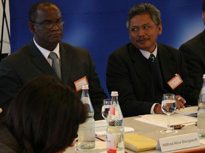 Pastor Wilfred Nico Diergaardt aus Namibia und Reverend Petrus Sugito aus Indonesien.