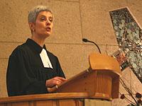 Pfarrerin Andrea Aufderheide predigte im Eröffnungsgottesdienst der Landessynode 2009.