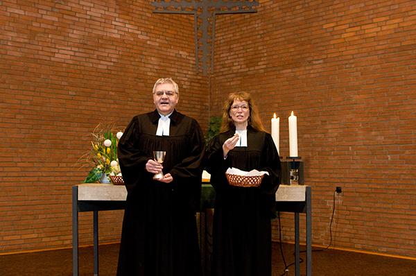 Gottesdienst feiern - eine der zentralen Aufgaben von Pfarrerinnen und Pfarrern.