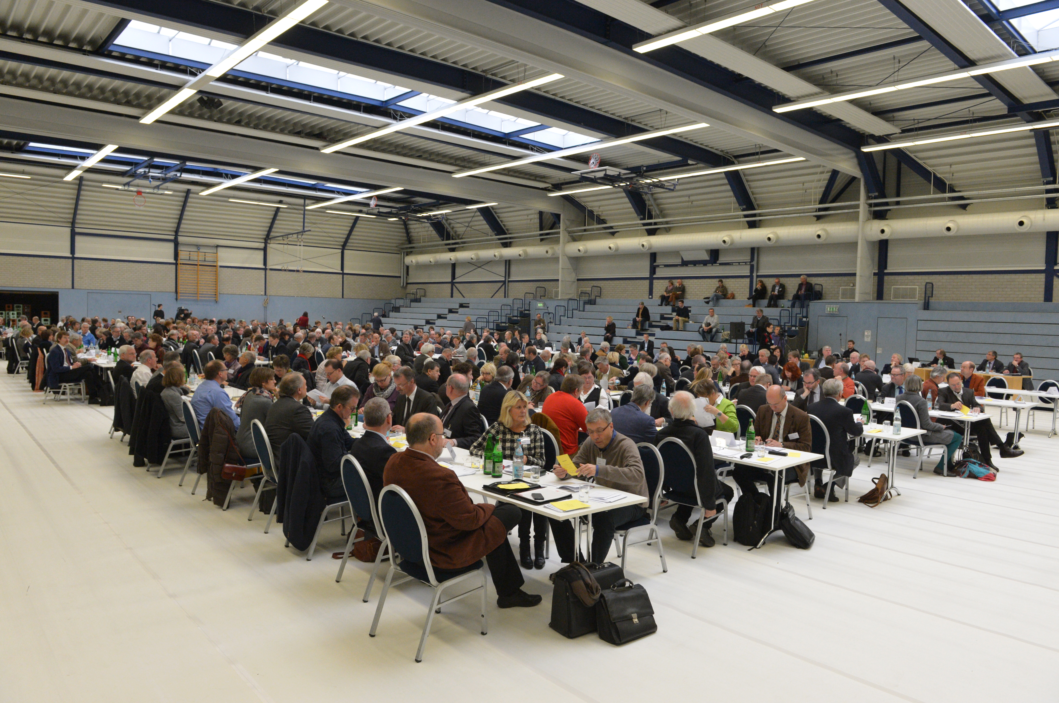 Gesamtbild: die außerordentliche Landessynode in Hilden