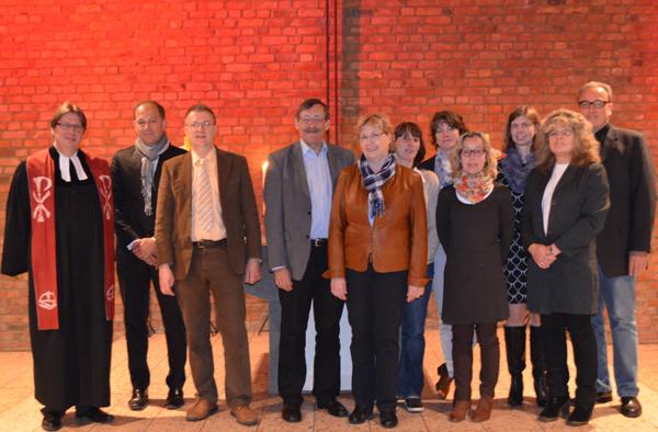 Besuch der Bodelschwinghschule in Bonn, u.a. mit Schulleiterin Barbara Schmitz (5.v.l.), Oberkirchenrat Klaus Eberl (4.v.l.) und Pfarrer Siegfried Eckert (l.)