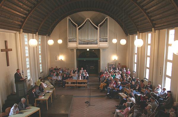 In der Christuskirche in Jülich: 'Kirchenleitung im Gespräch' zum Thema landeskirchliche Aufgabenkritik.