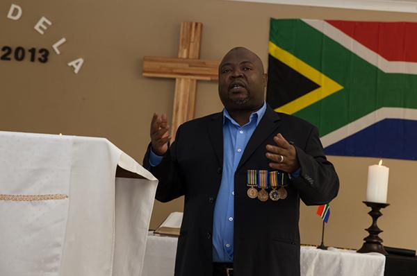 Trägt erst zum zweiten Mal die Orden an seinem Sakko: Mulangi Mphego.