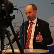 Präses Manfred Rekowski in der Abschlusspressekonferenz der Landessynode 2014.