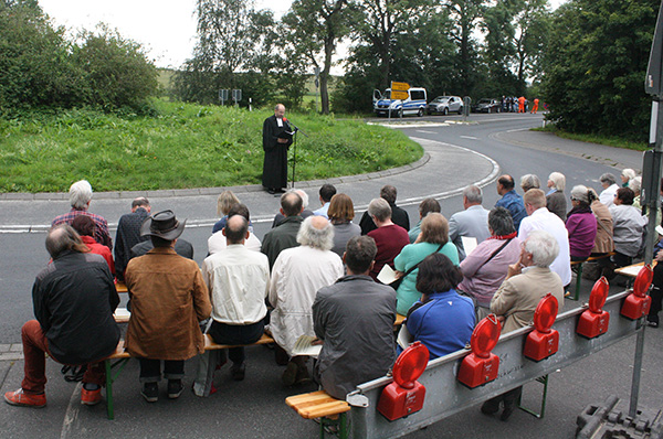 Friedensandacht mit Präaes Manfred Rekowski vor dem Bundeswehr-Fliegerhorst Büchel.